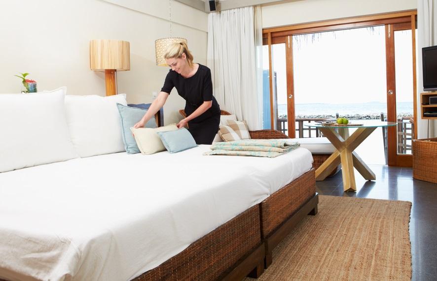 Trik menginap di hotel bersama pasangan